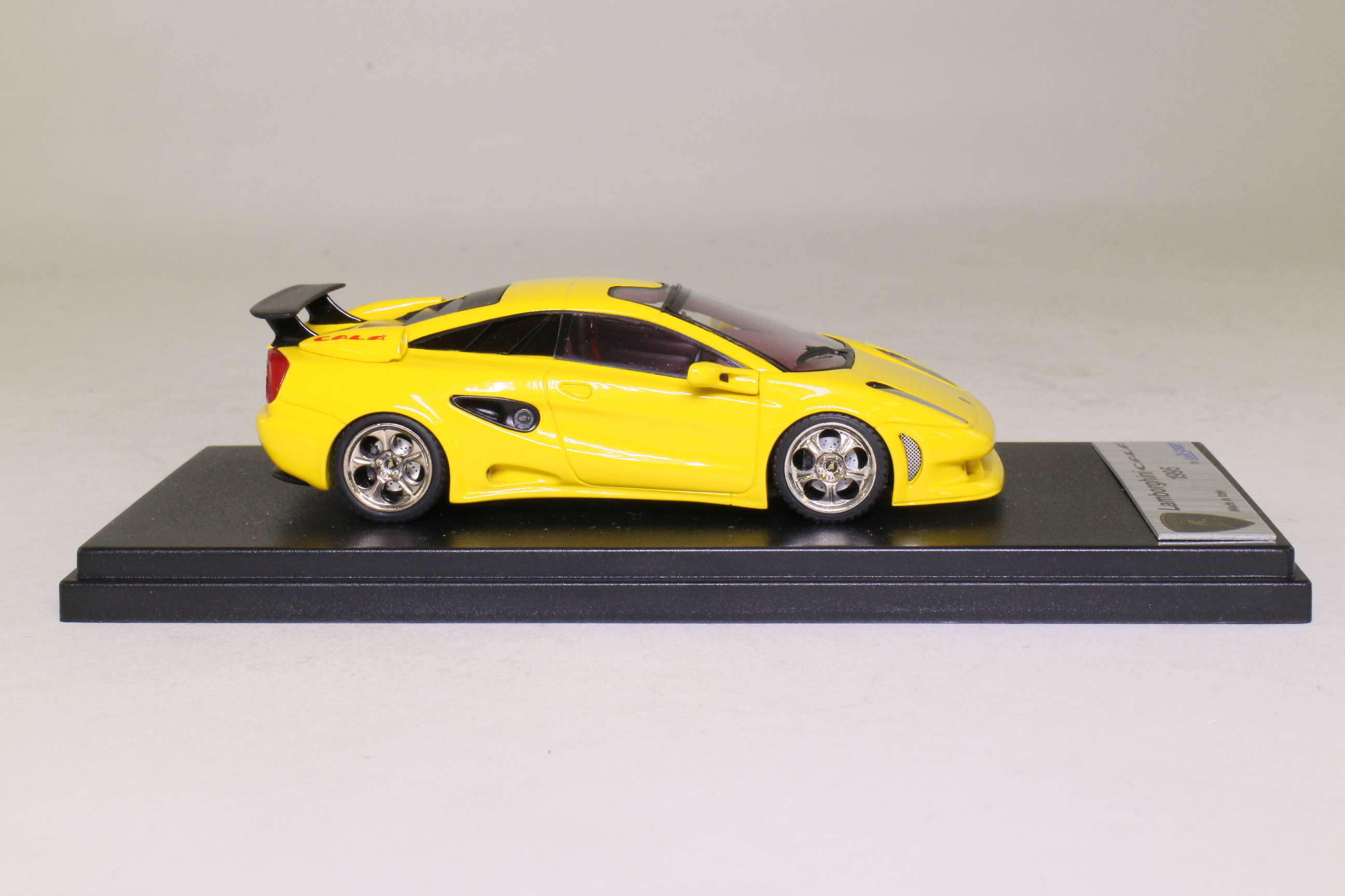 looksmart resin ls086a; 1995 lamborghini cala'; yellow; excellent