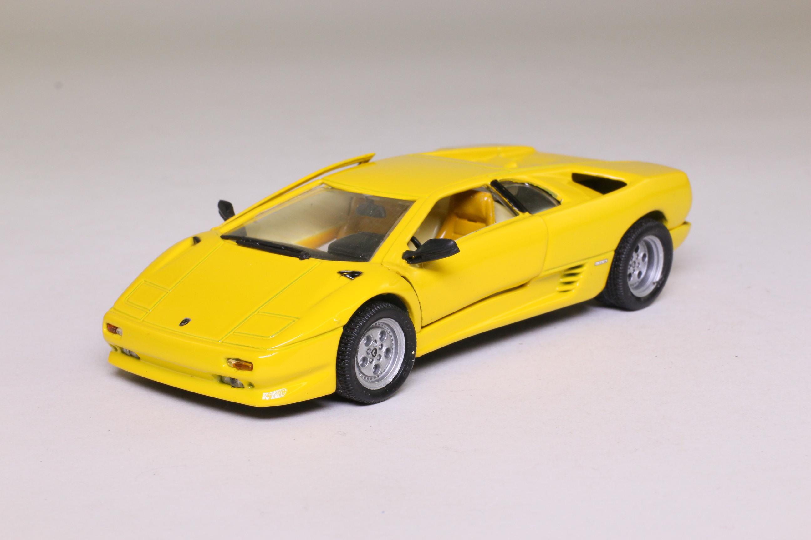 Detail 110 Lamborghini Diablo Coupe Yellow Scissor Doors